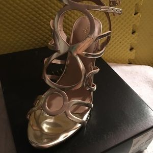Beautiful gold sandals pumps NWT  comfortable